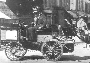 graf-de-dion-im-dampfwagen-nach-dem-rennen-1894-in-rouen